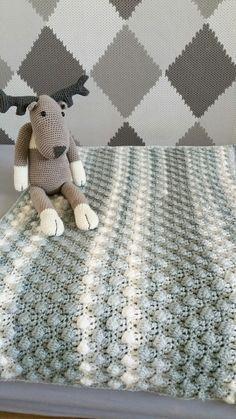 Deze lieve baby-deken heb ik gemaakt met Lang Yarns Amira en Lang Yarns Amira Color. Dit prachtige garen van Lang Yarns voelt zó zacht aan!