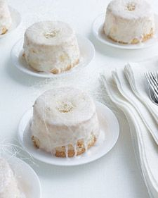 Mini Angel Food Wedding Cakes: Little in the pastry world is more