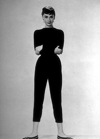 The black legging-like trousers and pumps which she wore, along with a slash-necked top, for a casual