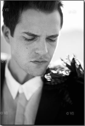 Picture of Brandon Flowers with feather epaulettes on his jacket - Day & Age days