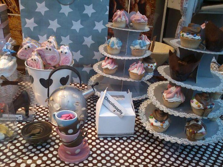 Dulce escaparate de pastelería en Ribadesella y ¡con Pepa Pig! :-)