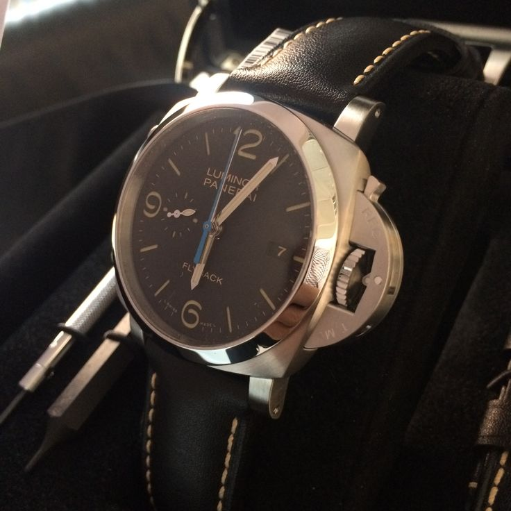 Sun's come out in London for our Panerai day. Check out the Luminor Chrono PAM524