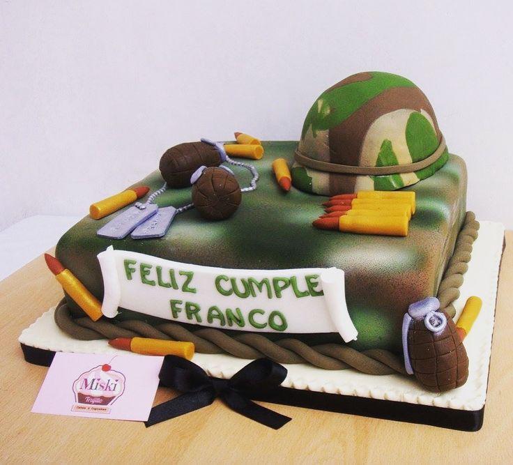 #Torta con la temática de #militar para celebrar el #cumpleaños de Franco. Gracias Mariu por la preferencia una vez más. #cake #soldado #fondant #masaelastica #aerógrafo #balas #granadas #casco #miskitrujillo  Sabor: vainilla con pecanas y manjar.