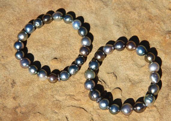Braccialetto elasticizzato Perle Tahiti w di HappyGoLuckyJewels