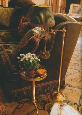 blueroomlady:    (via (18) Encamped Around Me / Pinterest)  Great place to curl up with your kindle