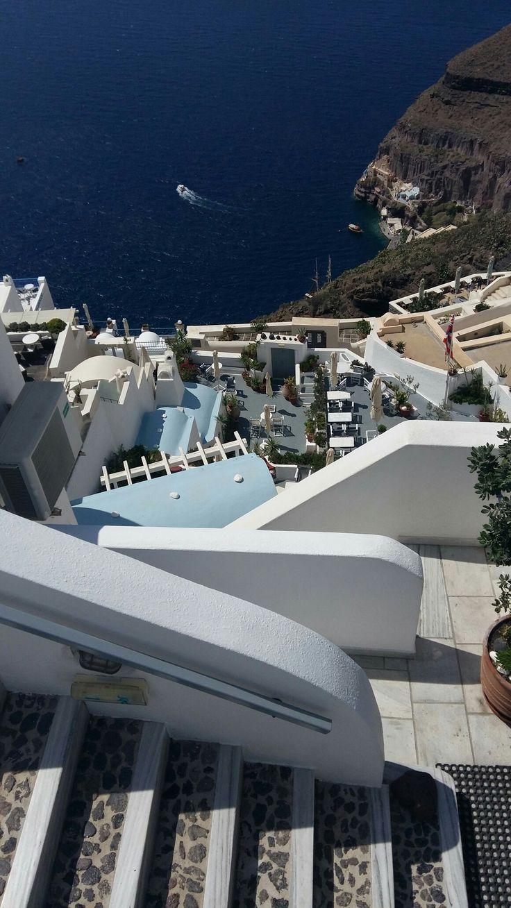 Fira. Gorgeous Santorini by Peggyk partez en voyage maintenant www.airbnb.fr/c/jeremyj1489