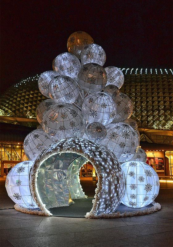 White Japanese style lanterns made into a huge Christmas tree at the Esplanade, Singapore
