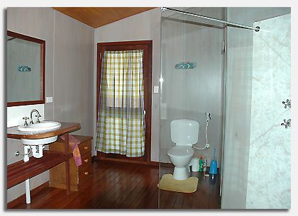 Roomy and airy bathroom area