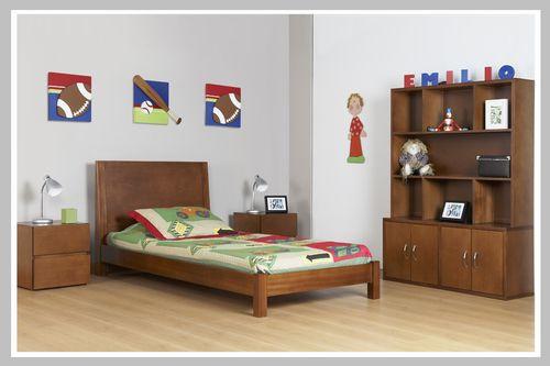 AMBIENTE NIÑO EMILIO Ambiente moderno con estructuras cuadradas y limpias. Todos los muebles son hechos en madera cedro con acabado de color clásico. Su diseño es ideal para niño o niña y puede escoger el color de madera de su preferencia.