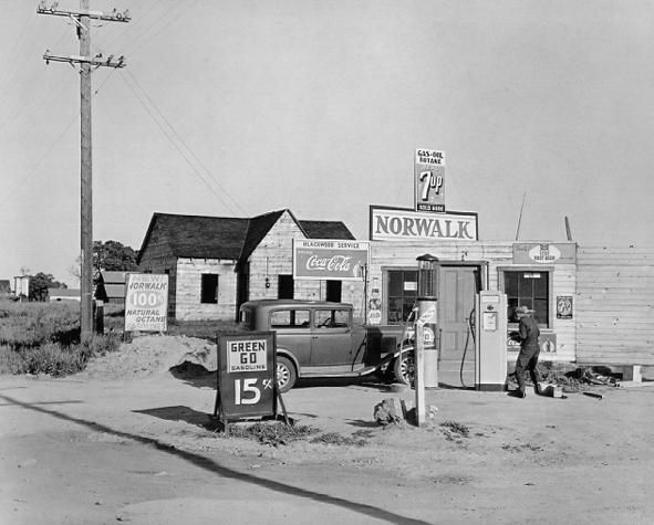 Dorothea Lange, Riverbank Gas Station c. 1940