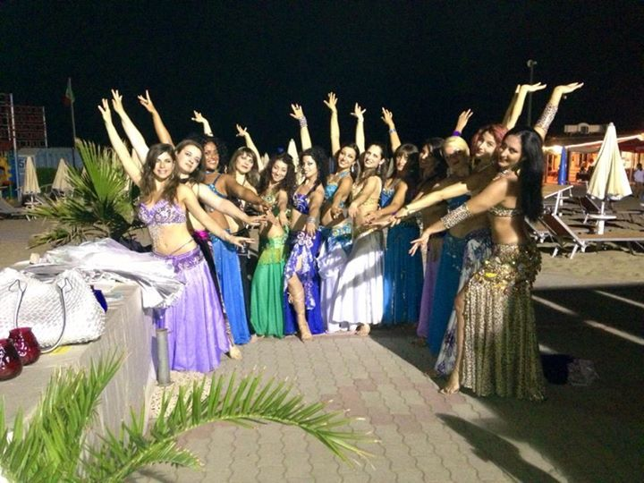 Magie d'oriente night 29 maggio 2014, Saggio di fine anno accademico della scuola Magie d'Oriente diretta dall'Insegnante, Danzatrice e Coreografa Elmas.