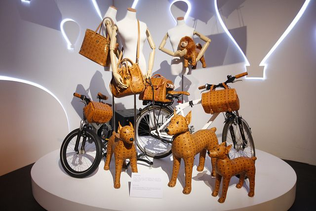 MCM also introduced the limited edition Beijing Mocha Luxe Exclusive Collection to celebrate the Beijing store opening.