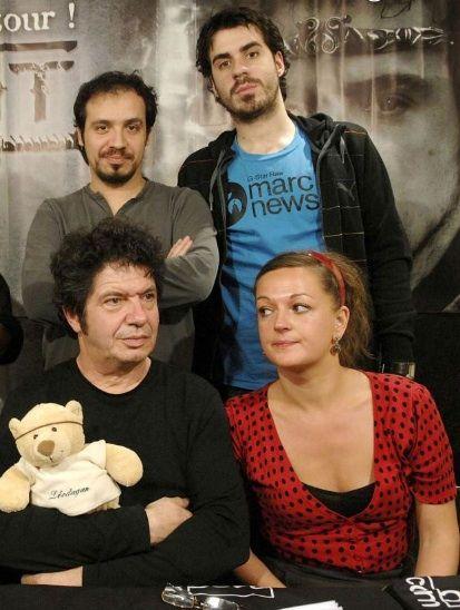 Père et fils réunit (Lionel, Alexandre et Simon Astier) en compagnie d'Anne Girouard .