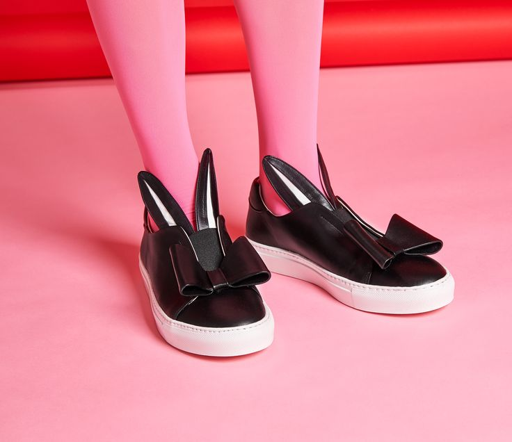 Finish off your style with just the right amount of pretty! Bow Wow sneakers will add a touch of sweetness to your summer outfits. Minna Parikka Bow Wow in black-white