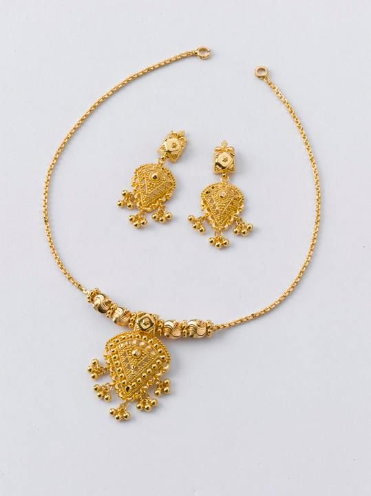 Necklace - 9.100 gm, Rs 31, 550/- Earring - 3.100 gm, Rs 10, 700/-