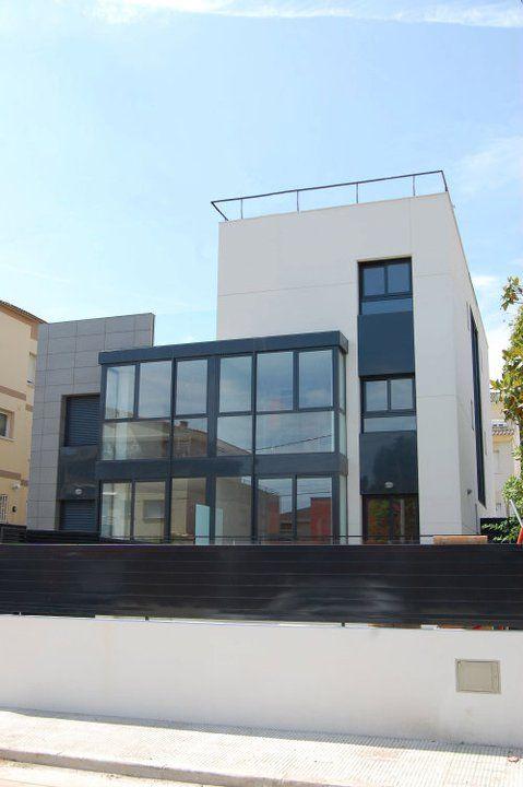 Ideas de #Exterior, estilo #Moderno color  #Blanco,  #Gris,  #Gris, diseñado por MR-ARQUITECTURA TECNICA  #CajonDeIdeas