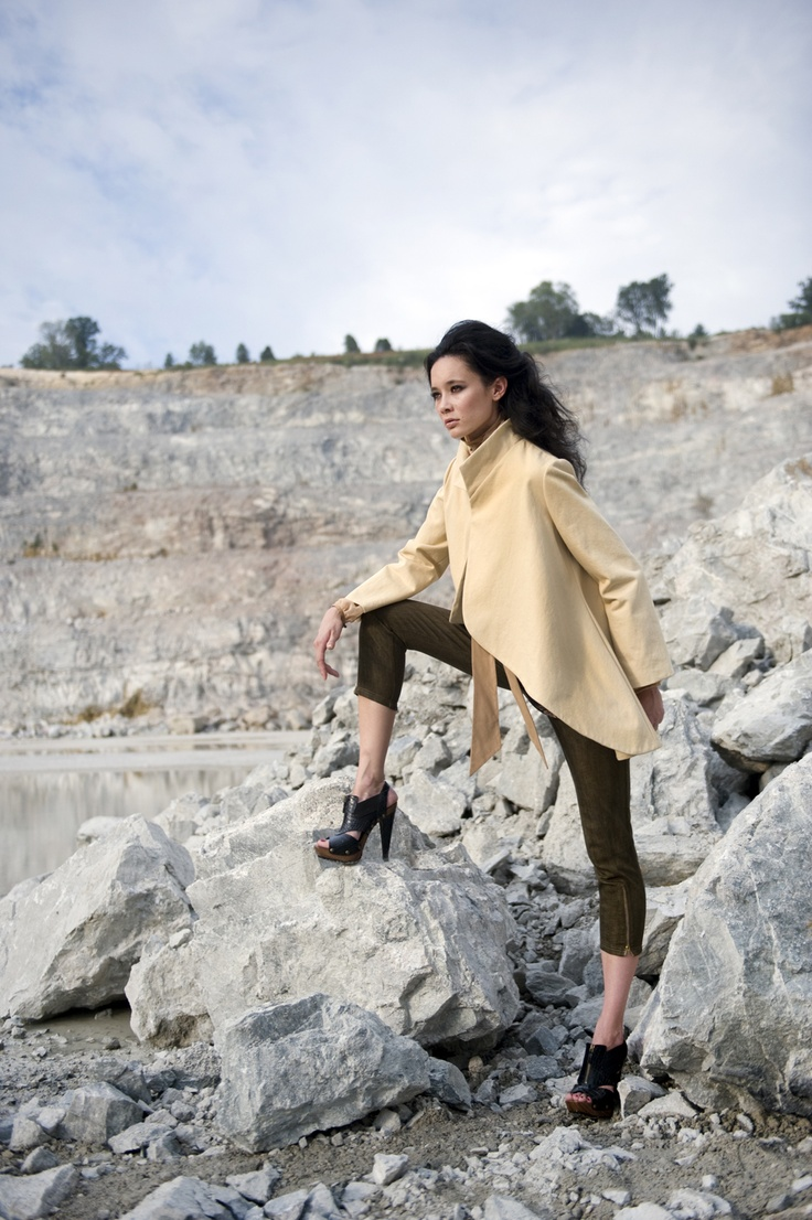 VCU fashion in the quarryVeraseri Design, Denim Capri, Design Rachel, Legs Slit, Swings Coats, Chiffon Raglan, Fashion Design, Stands Collars, Prints Shirts