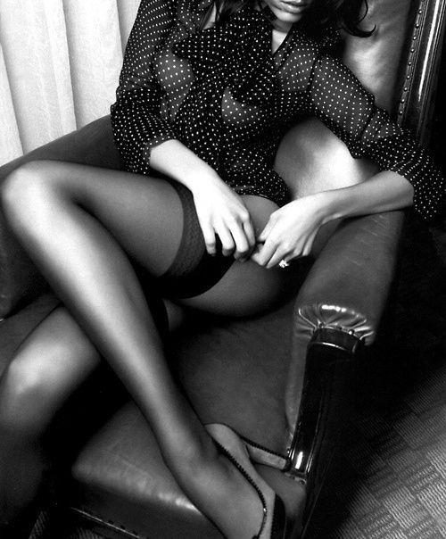 dots sexy ♥ Adjusting garter sitting