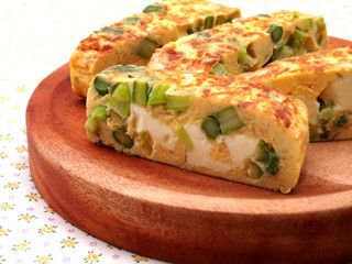 アスパラガスとチーズのスペイン風オムレツ by 六甲バター [クックパッド] 簡単おいしいみんなのレシピが213万品
