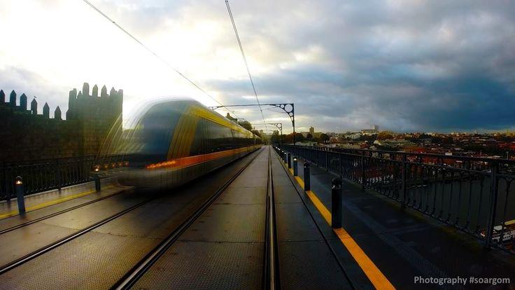 Nascer do sol na Ribeira, Porto #soargom #ribeira #porto #oporto #gopro  // FB: bit.ly/fbsoargom // TWITTER: bit.ly/sgTwit // G+: bit.ly/sgGplus // YOUTUBE: bit.ly/YTsoargom