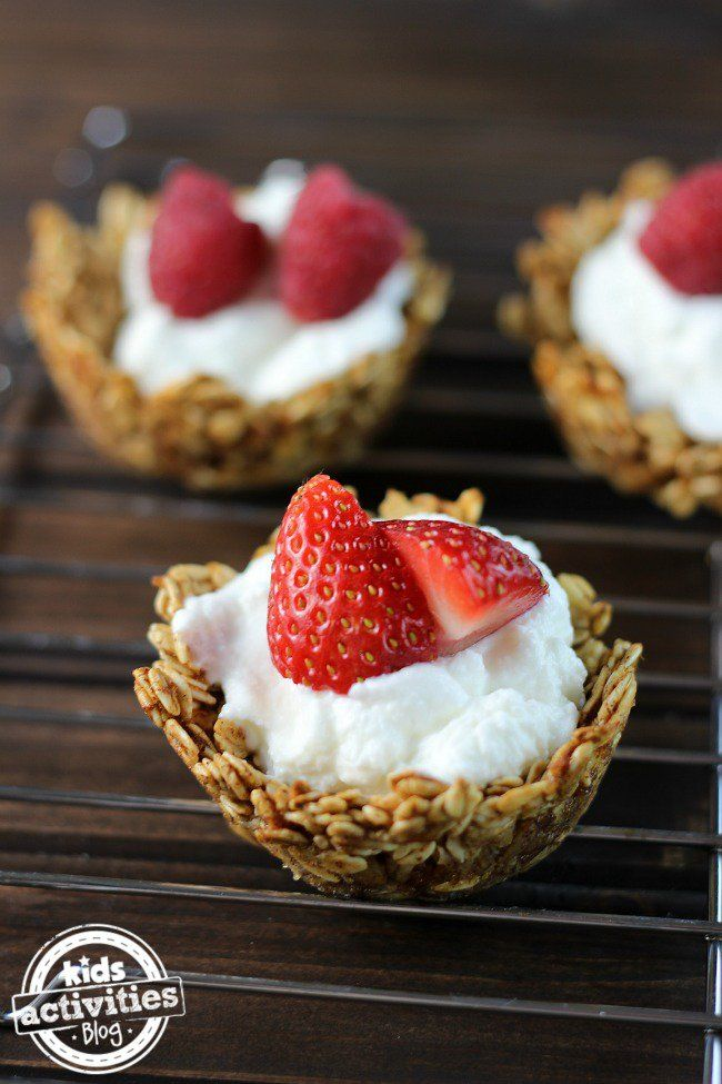 Brighten up  your oatmeal with this recipe for Oatmeal Yogurt Cups. Parents will love all the health benefits hidden inside this yummy breakfast cup.