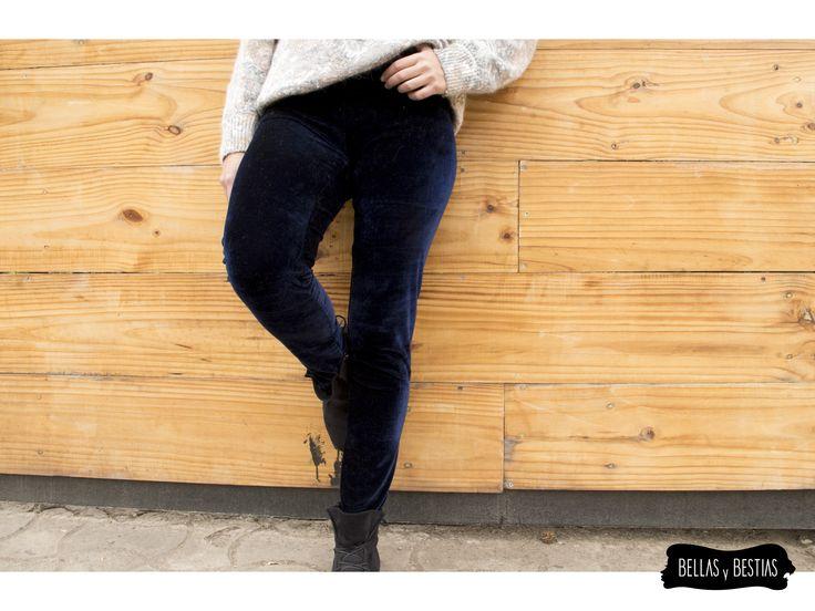 Calza de Terciopelo, azul marino. $ 8.000  - Talla standard - Costuras reforzadas - Pretina alta  CÓDIGO BBCALAZ  * Se pueden mandar a hacer tallas más grandes. Consultar vía inbox.  http://www.facebook.com/tiendabellasybestias