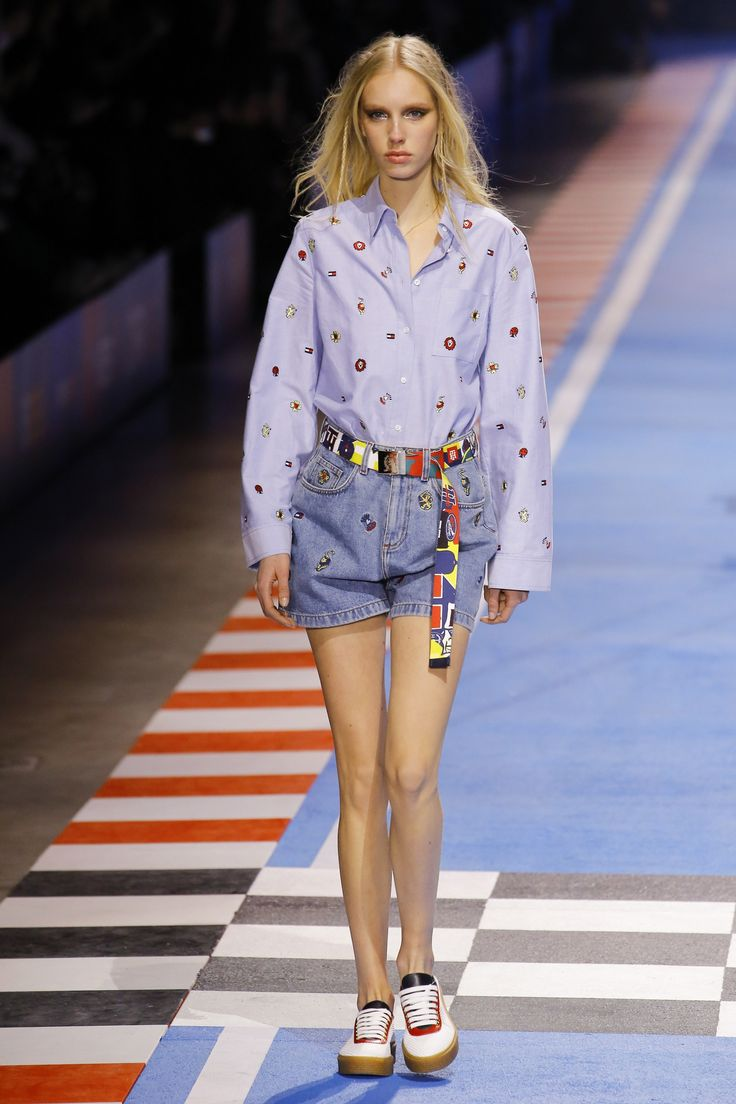 The complete Tommy Hilfiger Spring 2018 Ready-to-Wear fashion show now on Vogue Runway.