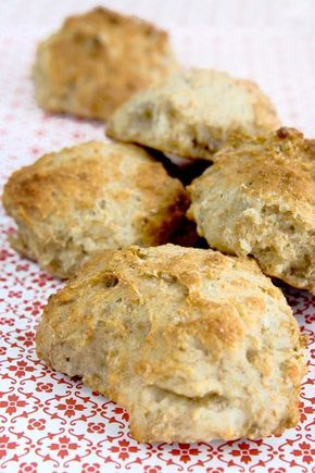 Kaloriefattige og nemme grov boller med solsikkerkerner! God til madpakken og som sandwich brød.