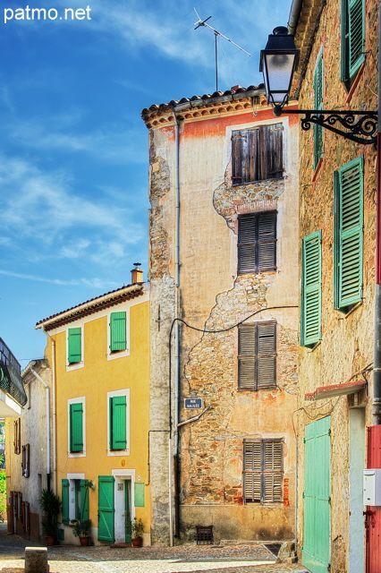 Ruelle colorée à Collobrières - Massif des Maures - Provence  photo Patrick Morand