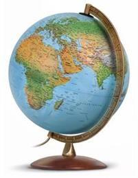 Jordglob 30cm diam. med belysning. Fot i mörkt trä och meridian i mässing. När globen är släckt visas en geografisk kartbild där man ser öken, skog, berg och hav. Vid tänd glob framträder länderna i olika färger vilket gör det lättare att urskilja landsgränser. Svensk text.