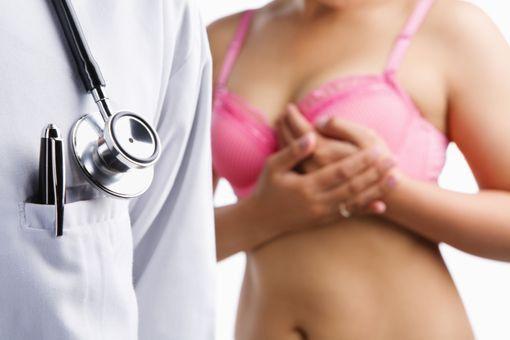 """Cancer du sein : l'exposition au bisphénol S, substitut au bisphénol A, multiplie les cellules cancéreuses""... http://www.doctissimo.fr/sante/news/cancer-sein-bisphenol#xtor=CS1-14"