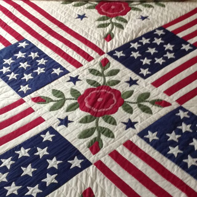 Gorgeous patriotic quilt - three cheers for the red white and blue!