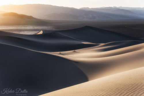 Earth Porn - Golden Hour at Eureka Dunes [OC] [1600x1061] by:...