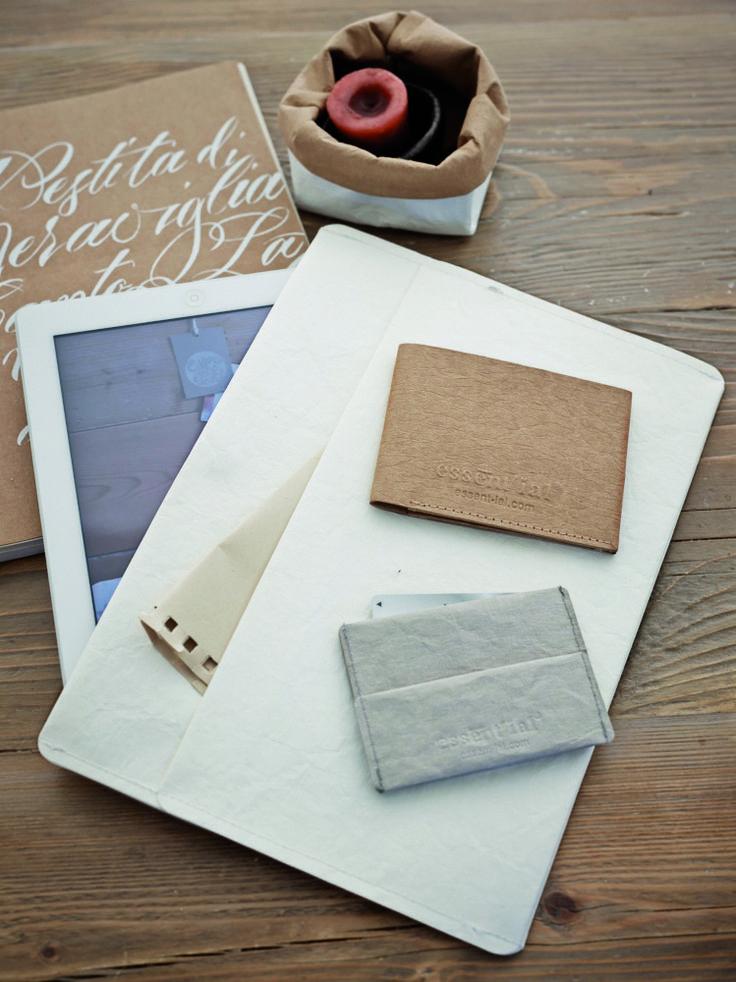 Porta cellulari, porta Ipad, quaderni... tutto in cellulosa lavabile 100% da carta riciclata!