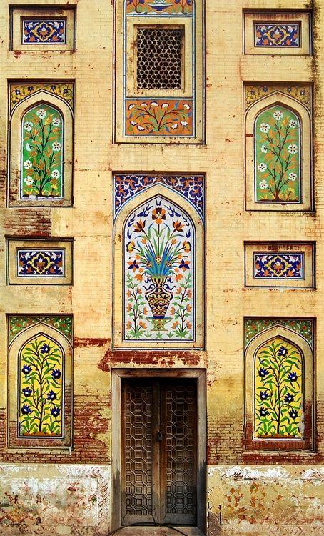 Amazing Facade in #Lahore, Pakistani Province of Punjab