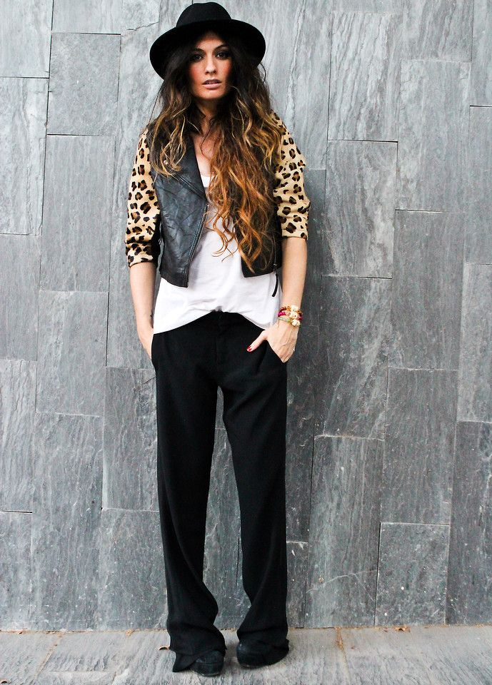 This pop of leopard print makes this outfit. Don't be afraid to bust out  bold prints!