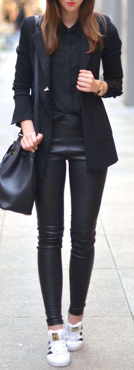 Abbinare le scarpe ai pantaloni di pelle - Pantaloni di pelle con sneakers