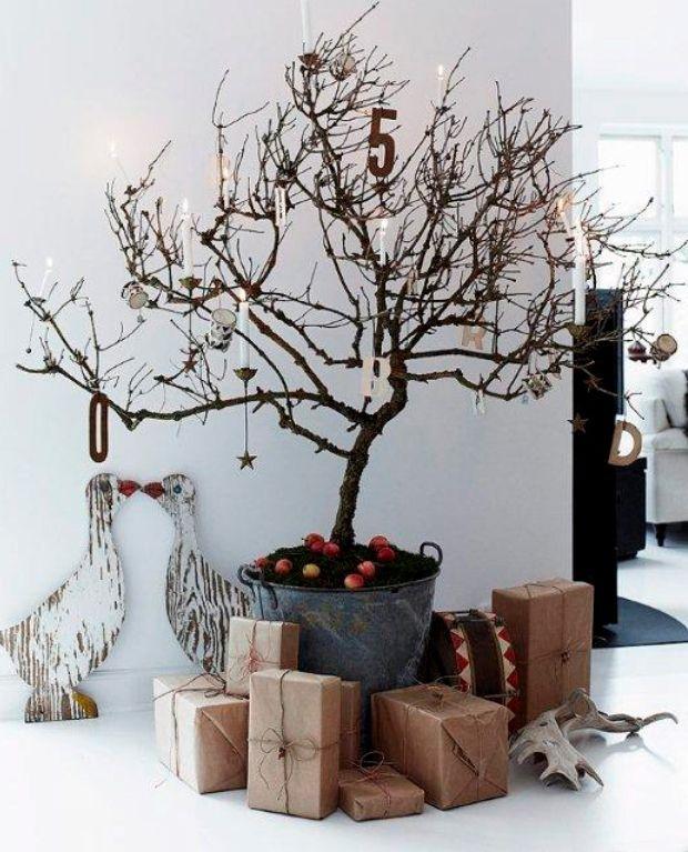 Julen falder naturligt for dekoratør Henrik Hemmingsen, der pynter op med alt godt udefra. Træd med indenfor i en bolig, der kombinerer naturens egne materialer med det at være sammen.