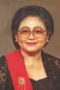KEBAYA sudah menjadi bagian bergaya para wanita Indonesia. Di masa lalu, kebaya menjadi pakaian sehari-hari. Baju ini sempat menempati posis...