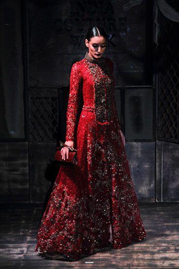 Sabyasachi Mukherjee   Vogue India   Cat:- Fashion Shows   Author : - Vogue Staff   Type:- Article   Publish Date:- 07-30-2015