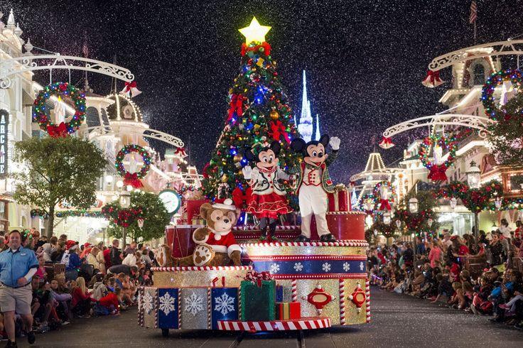 LAKE BUENA VISTA, Flórida – O Walt Disney World terá muitas atrações durante as festas de fim de ano, como novos shows, espetáculos emocionantes, personagens inesquecíveis e deliciosas experiências gastronômicas. Os parques e hotéis Disney vão brilhar com tantas decorações temáticas.Veja aqui uma pequena prova...