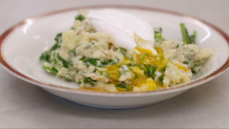 Geplette aardappelen met makreel, waterkers en gepocheerde eieren