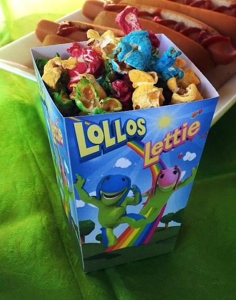 Lollos Popcorn Box with Rainbow Popcorn