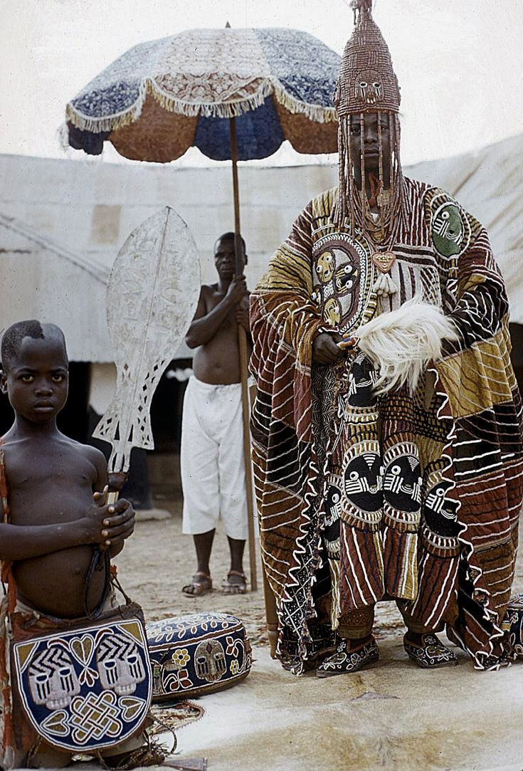 Africa | Oba Ademuwagun Adesida II, the Deji (ruler) of Akure, in courtyard of Akure palace. Nigeria. 1959. | © Eliot Elisofon.