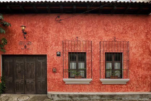1000 images about home on pinterest stairs hidden - Colores de fachadas de casas ...