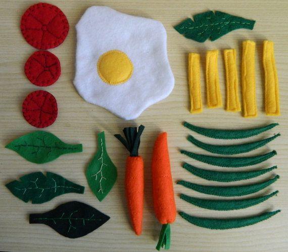 Piatto con uovo al tegamino e verdure di feltro - uovo e verdure felt food - felt fried egg and veggies