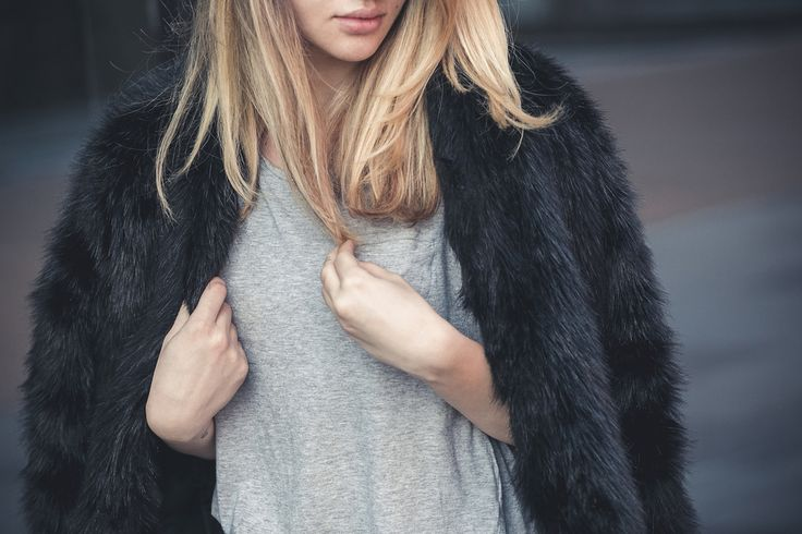 black faux fur coat from SheIn http://www.lauramusuroaea.com/home/these-days-of-spring