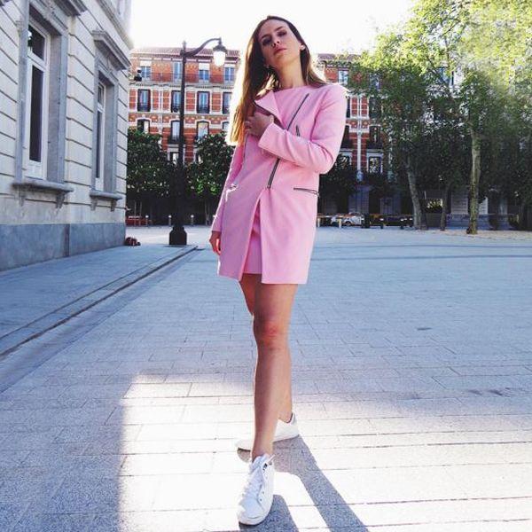 PINK day !   GET THE LOOK ♒ @susanabananaa Las Sneakers Retro en detalle plata quedan genial con el abrigo rosa que luce @susanabananaa ¿Qué os parece? Consíguelas ► Sneaker Retro Plata