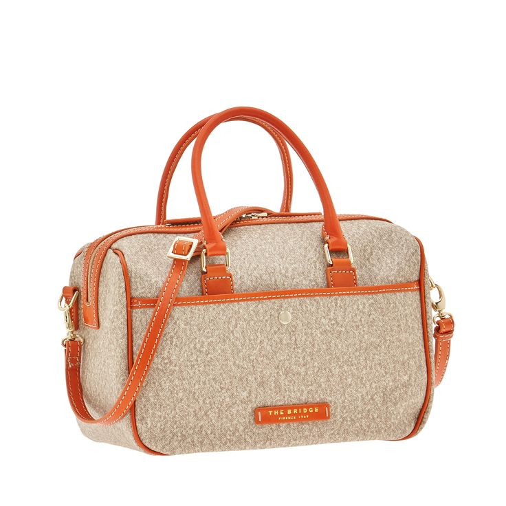 This shoulder bag from The Bridge features an elegant, practical design. Perfect for travel and leisure. Leather details add a touch of class and guarantee  comfort and durability. Size 30X20X15 cm.