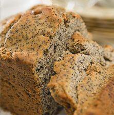 Εντυπωσιακό και απλό αυτό το κέικ συνδυάζει την αφράτη ζύμη με τα τραγανά σποράκια της παπαρούνας
